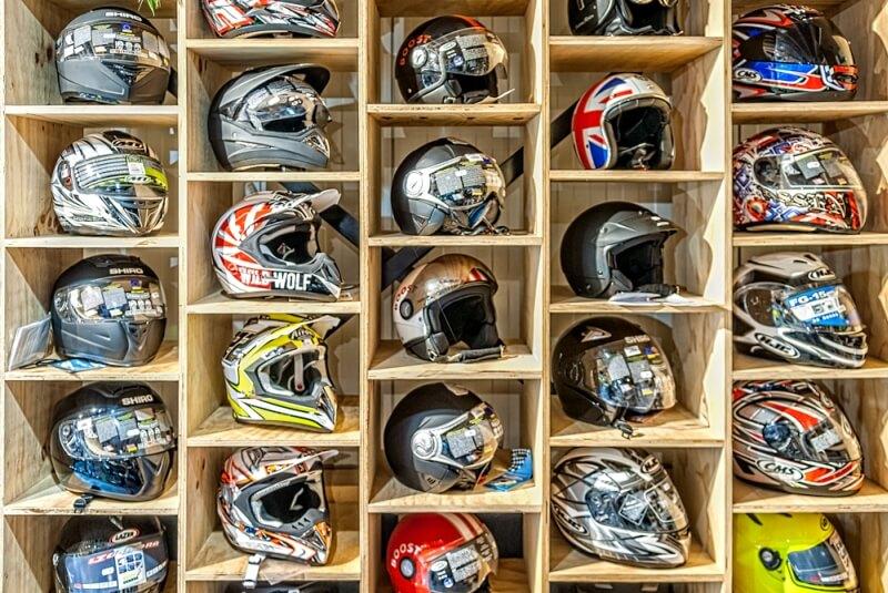 Wij hebben een ruime collectie helmen