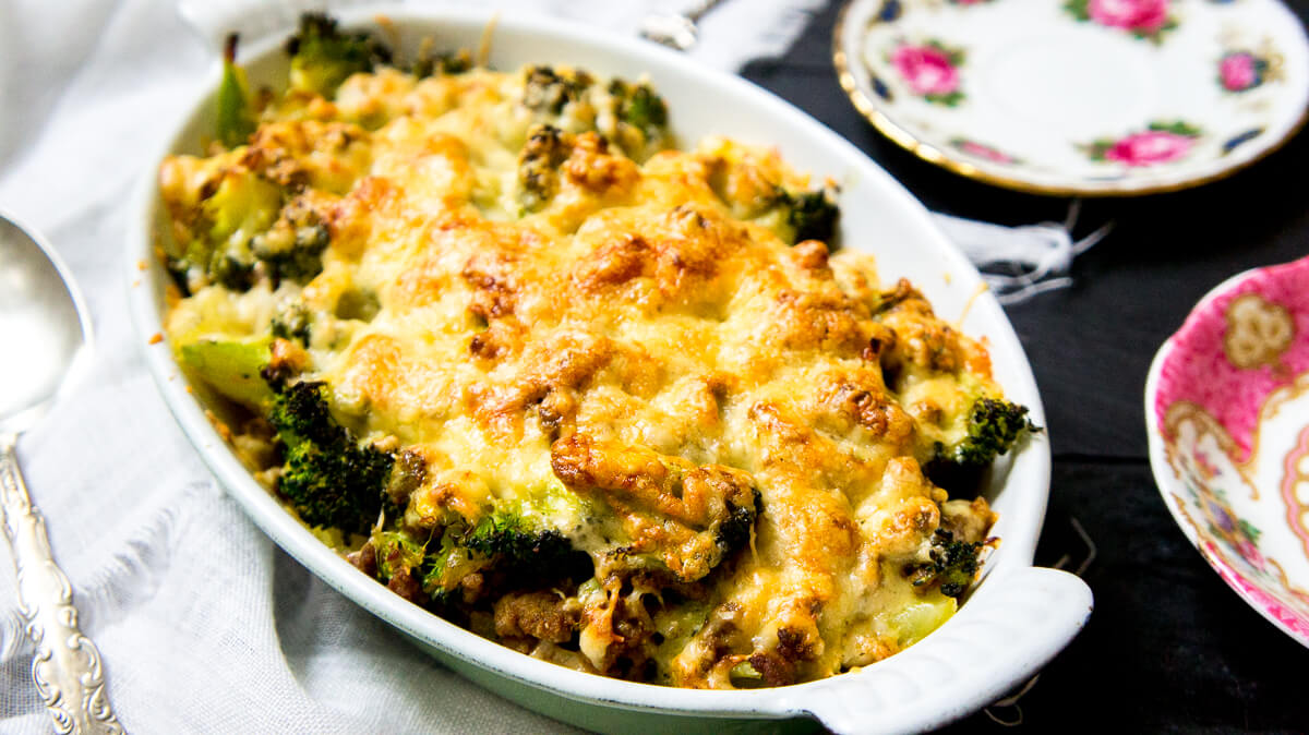 Broccolischotel met kerriegehakt